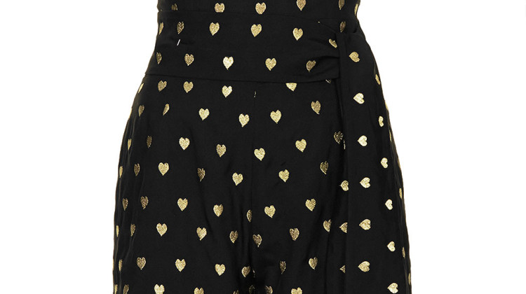 Who knows better how to rock an outfit than Mrs. Kate Moss herself( also a Petite in the modeling business). This with golden hearts embroidered playsuit is the newest piepe in her collection for Topshop and a perfect top-shorts-combination for warm spring nights ( Playsuit: Kate Moss for Topshop, $150).